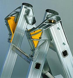Трехсекционная алюминиевая лестница-стремянка Centaure T3x8